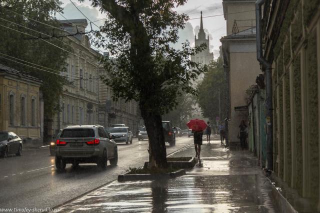 Новая Басманная под дождем