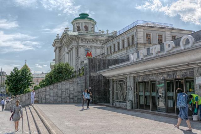 Метро на Моховой