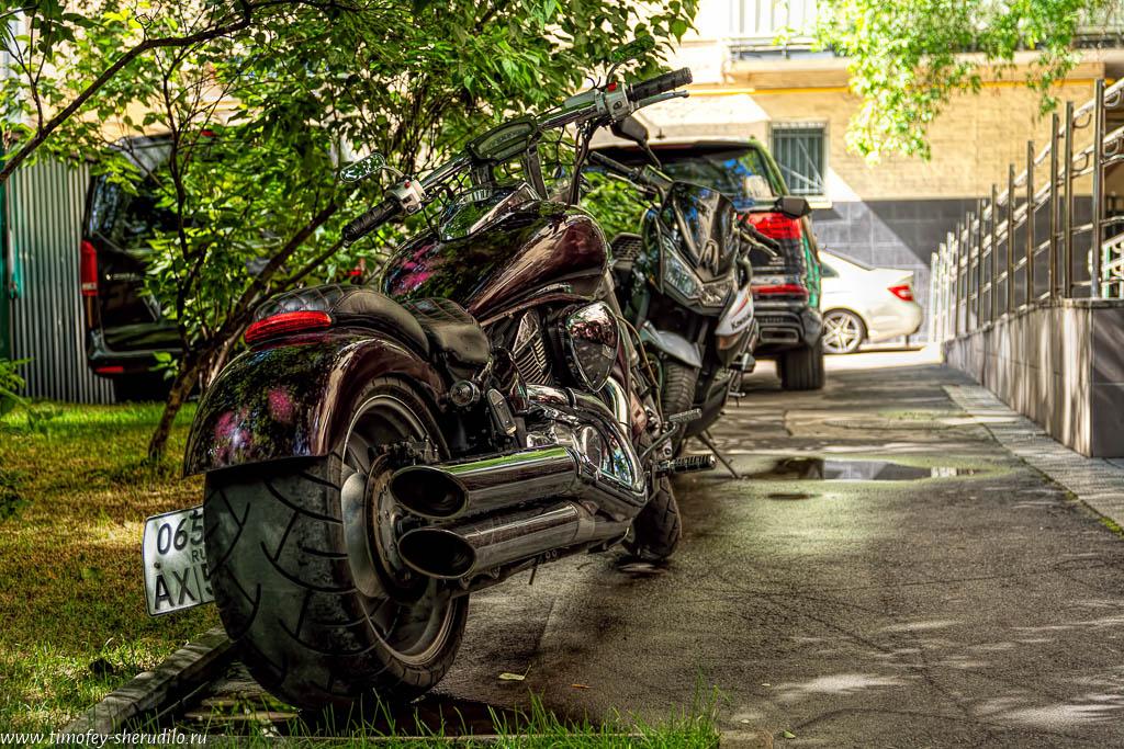 Мотоцикл во дворе